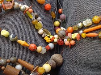 Perlenschnüre verschönern den Garten im Sommer
